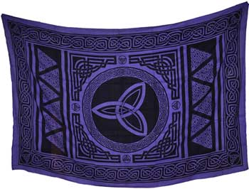Triquetra tapestry 72